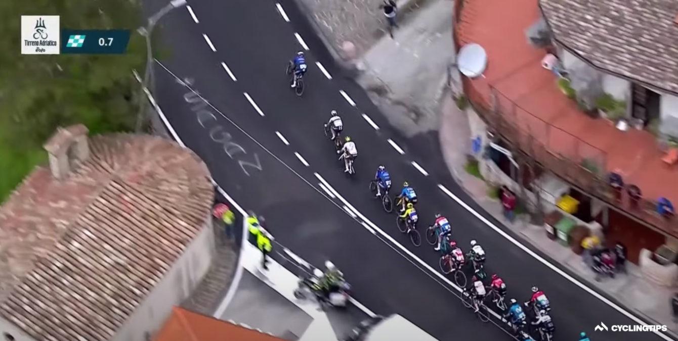Trop malin à moitié: les sit-ups Tirreno d'Alaphilippe se retournent contre eux