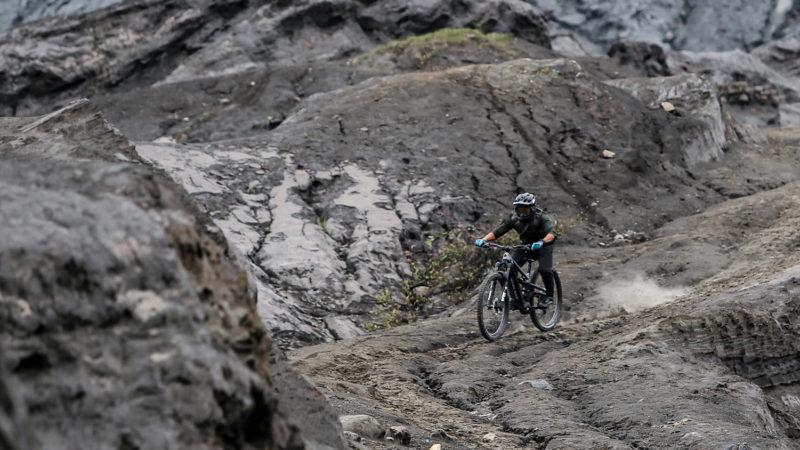 Gloednieuwe Polygon Mt.  Bromo eMTB gooit grote reizen door de ophanging met 6 stangen