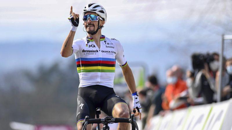 Alaphilippe voert Roglic aan en wint La Flèche Wallonne