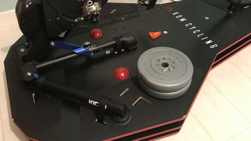 Anmeldelse: KOM Full Motion Rocker Plate RPV2 klipper side om side og foran til bagpå