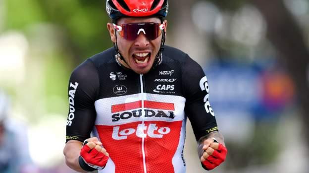 Giro d'Italia 2021: Caleb Ewan vinder etape fem, da Mikel Landa styrter ud