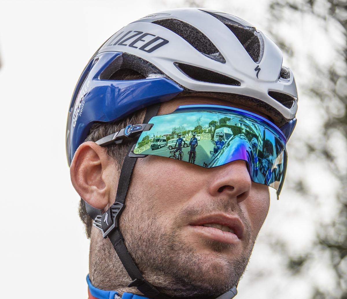 Der neue Oakley Kato passt sich Ihrem Gesicht mit rahmenloser Linse und einzigartigem Nasenwickel an
