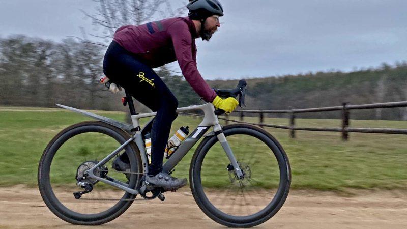 3T Exploro RaceMax Boost e-bike op grind voegt verborgen kracht toe