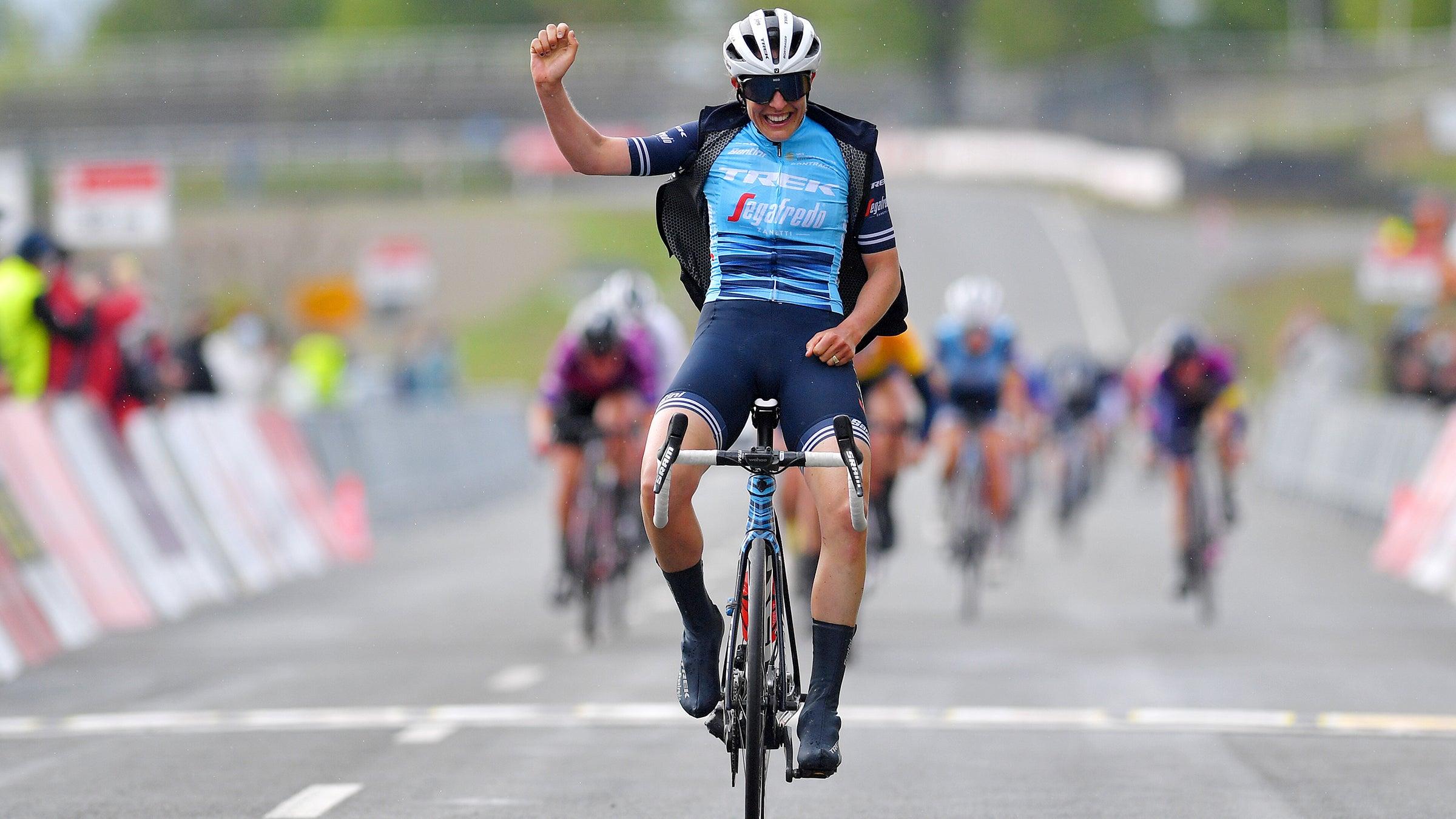 VN-ticker: Lucinda Brand wint LOTTO-Thüringen etappe 3, Brandon McNulty, Joe Dombrowski rijden Critérium du Dauphiné