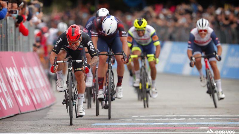 Caleb Ewans sprintet auf der siebten Etappe des Giro d'Italia zu einem weiteren Sieg