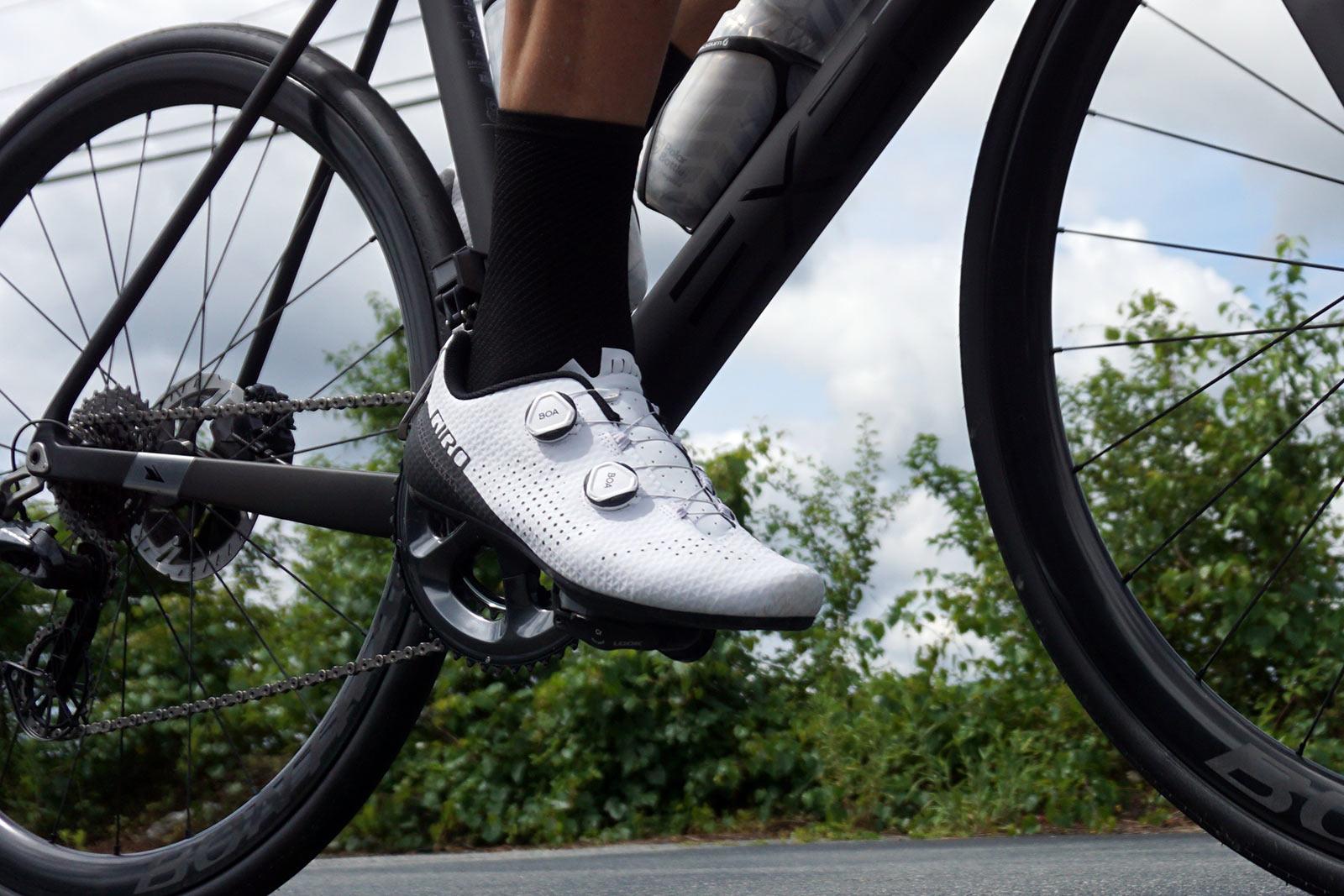Anmeldelse: Giro Regime landevejscykelsko giver top-ydeevne til komfort i mellemklassen