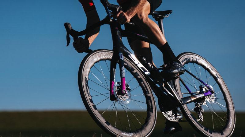 Nye Zipp 454 NSW går ud, 404 Firecrest-hjul bliver hurtigere, skarpere og meget lettere
