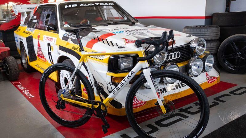 Bicicleta de grava personalizada Festka Antti inspirada en el coche de rally Audi