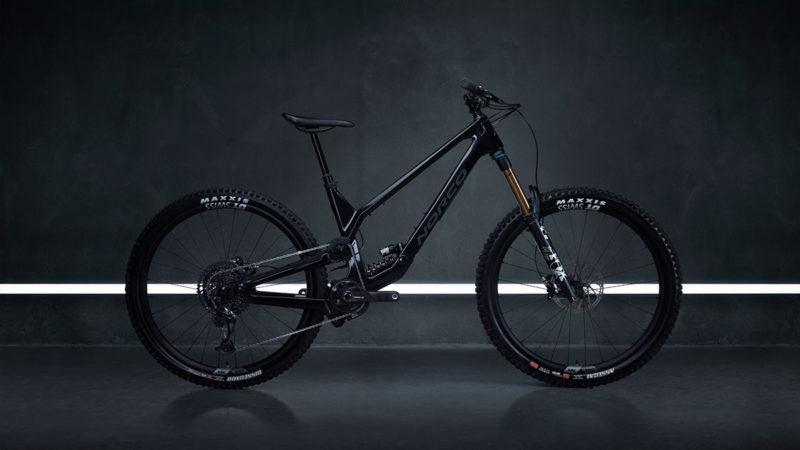 "2022 Norco Range enduro cykel klipper High Virtual Pivot suspension på 29 ""hjul"