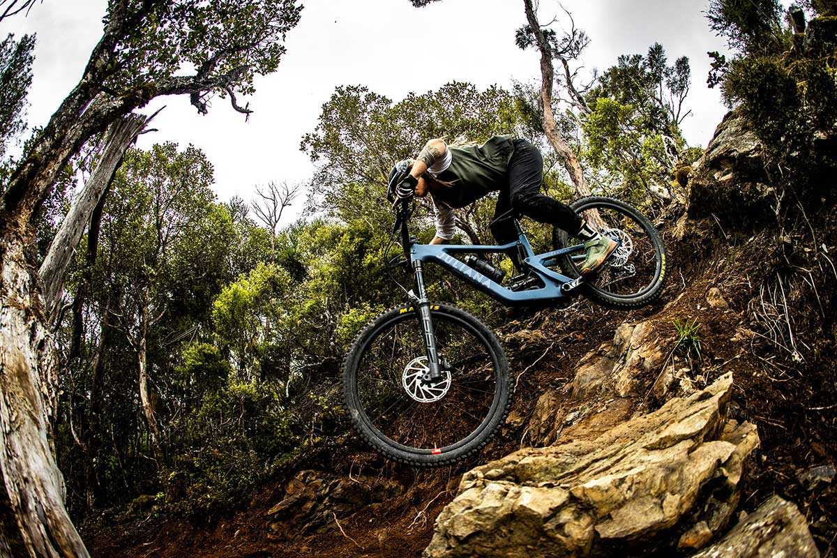 2022 Juliana Roubion 150mm all-mountain bike is a well-proportioned mullet