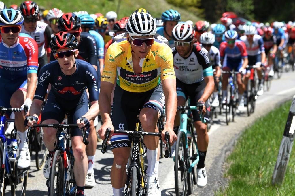 VN-nieuwsticker: Mathieu van der Poel verlaat Tour de Suisse, Julian Alaphilippe krijgt 20 seconden straf voor illegale feed