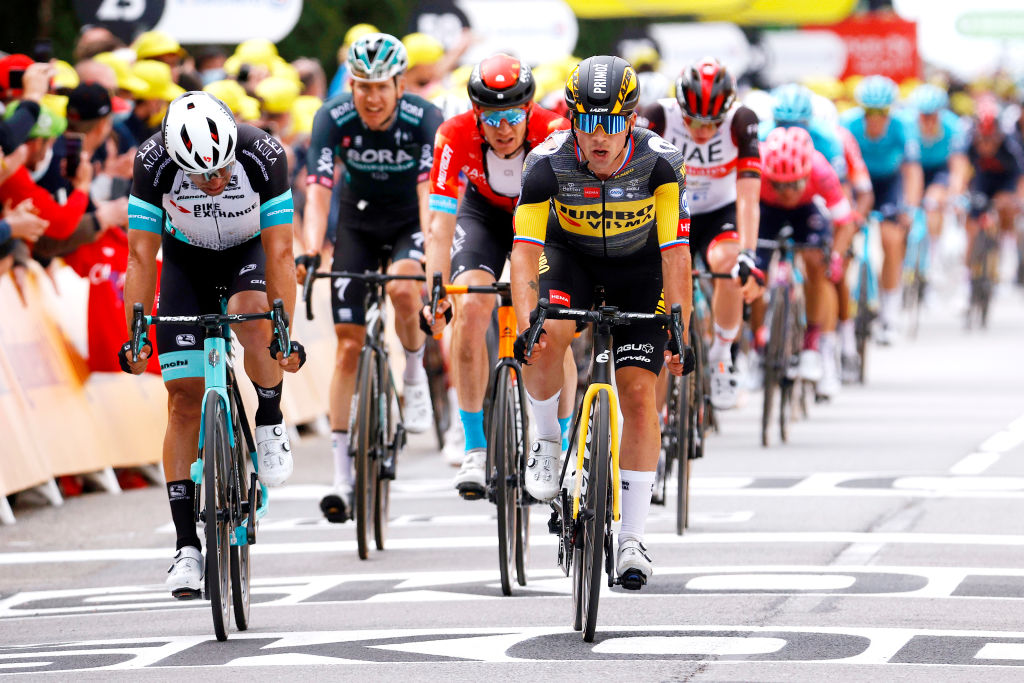 Matthews outshines Tour de France sprint rivals with second behind Alaphilippe