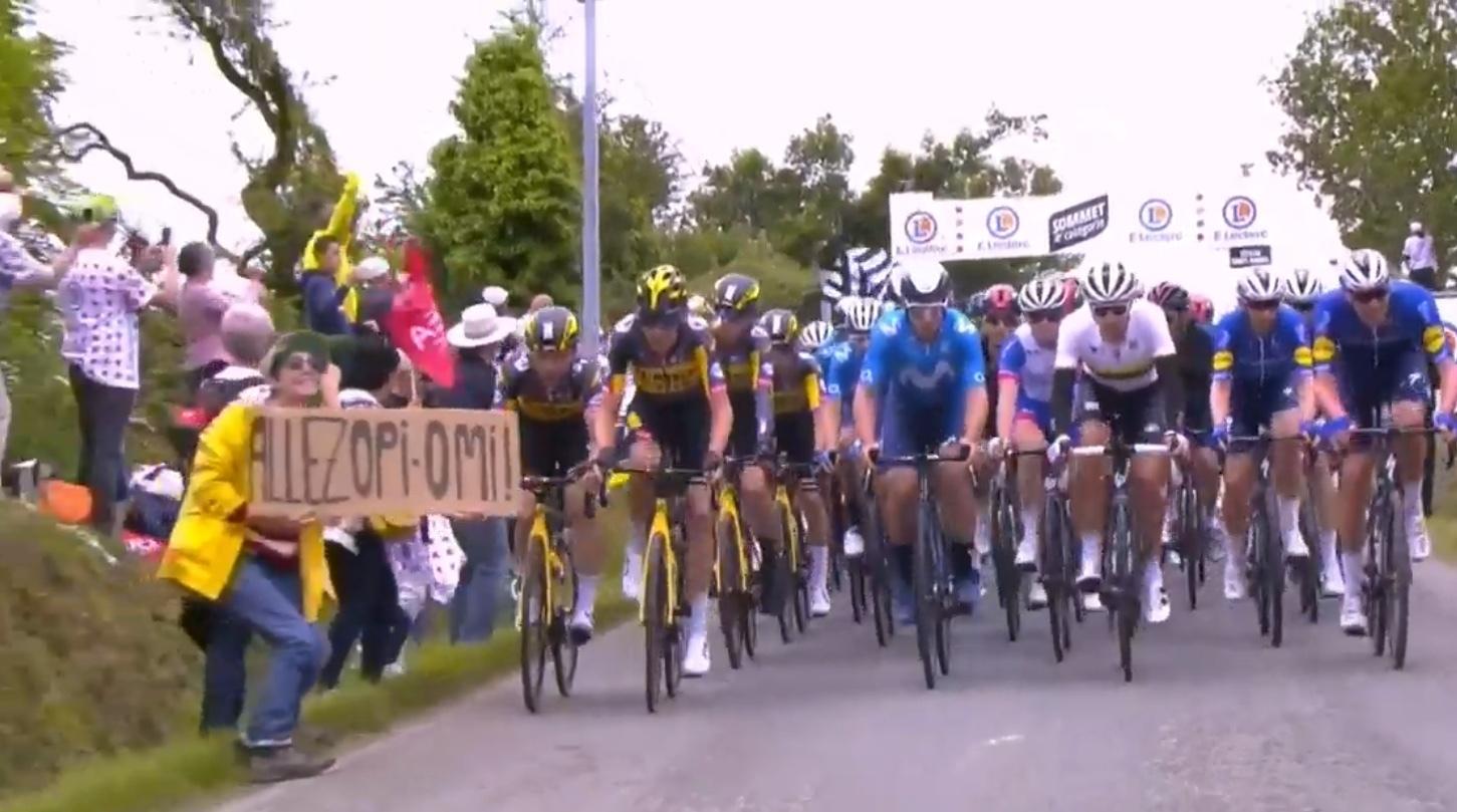 La police arrête le spectateur qui a causé un crash sur la scène d'ouverture du Tour