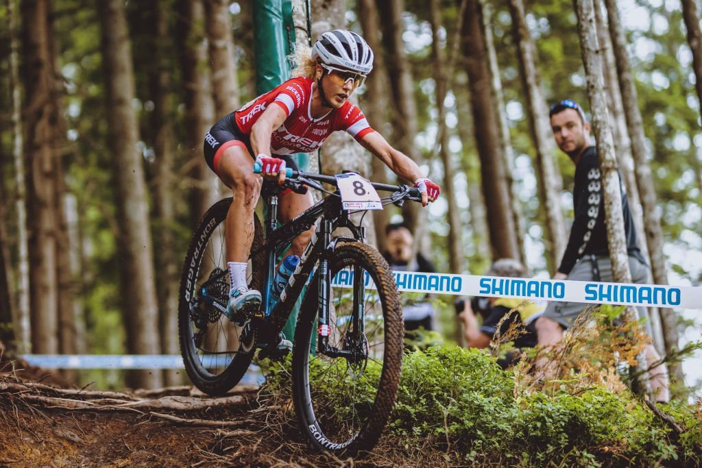 Jolanda Neff breaks hand in crash at Leogang World Cup but finishes fourth