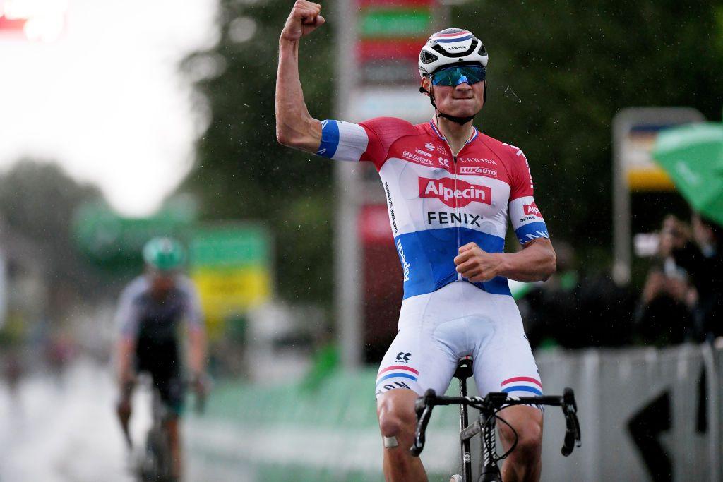 Tour de Suiza: Mathieu van der Poel gana la etapa 2