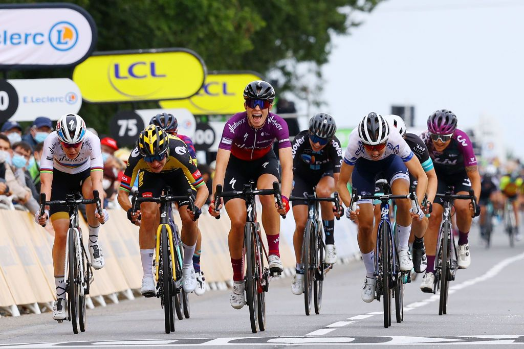 La Course: Marianne Vos fades to third in uphill sprint at Landerneau