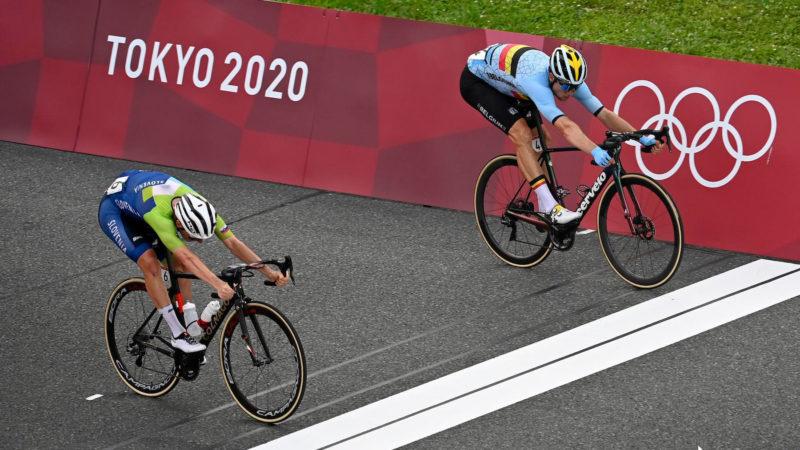 Wout van Aert vult zilvercollectie aan in Olympische wegwedstrijd