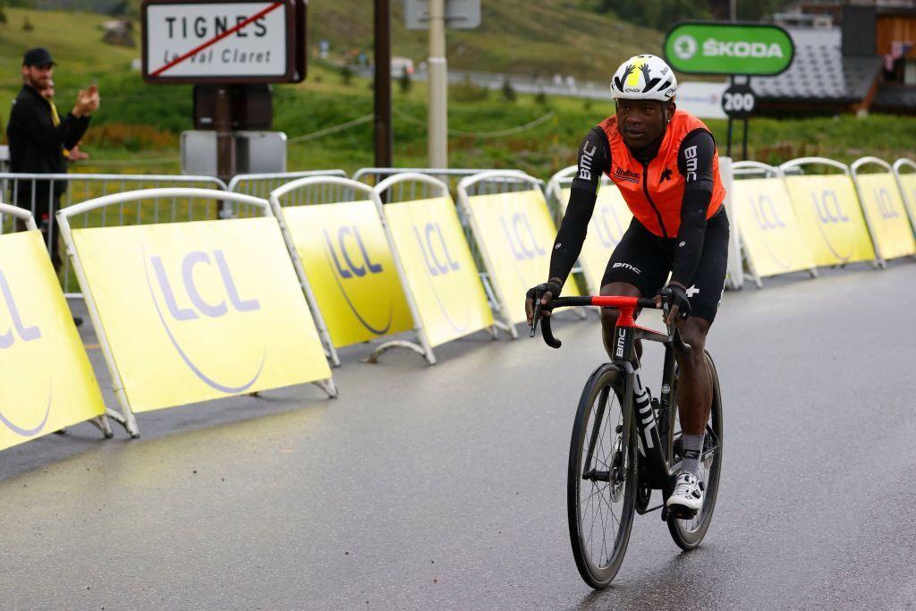 Nic Dlamini perde il tempo del Tour de France tagliato di 40 minuti ma lotta per raggiungere Tignes