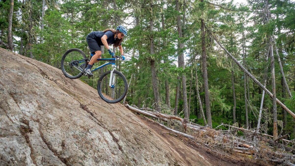 女士最好的山地自行車短褲