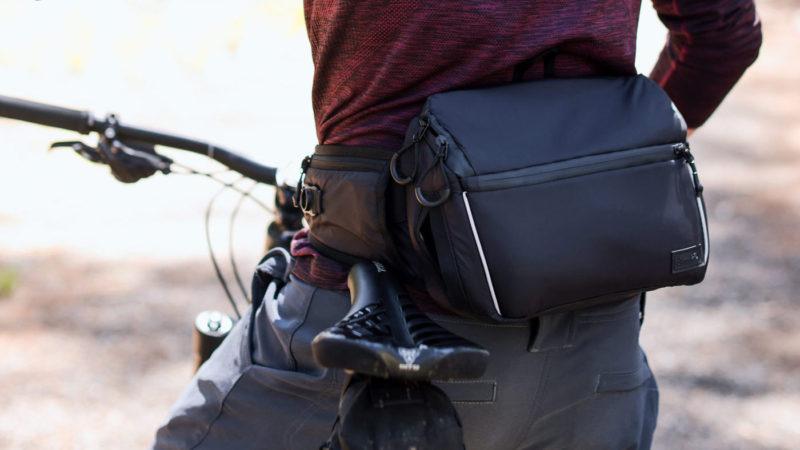 Le pack de taille VTT Drankful Hydration met 1,5 L sur vos hanches, plus un pack Stealth pour l'enduro