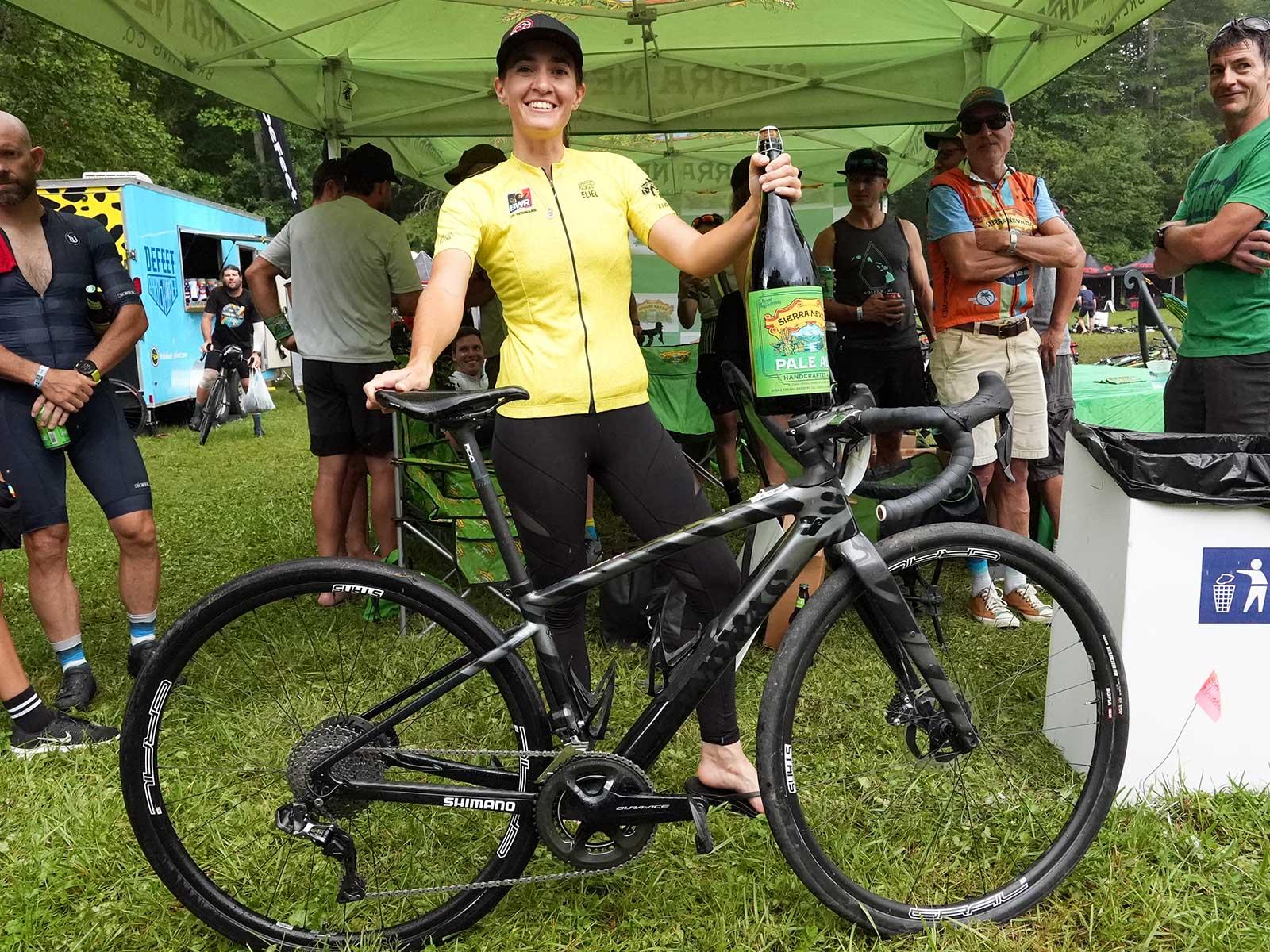 Pro Bike Check : Sofia Gomez Villafane et Russell Finsterwald de l'équipe CLIF Pro