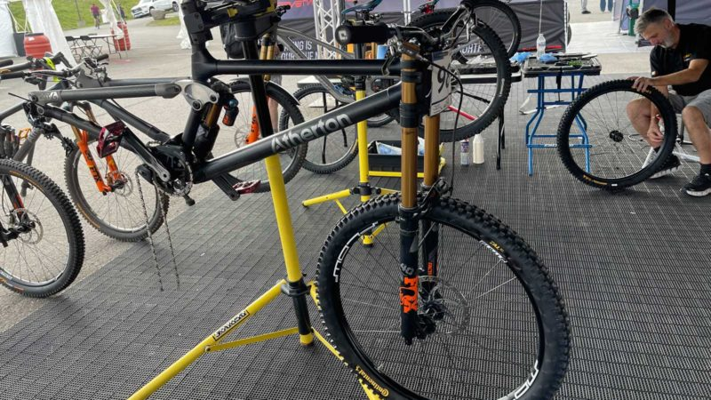 Spottet: Prototype Continental Tires på Jim Monros Atherton DH -cykel ved Snowshoe