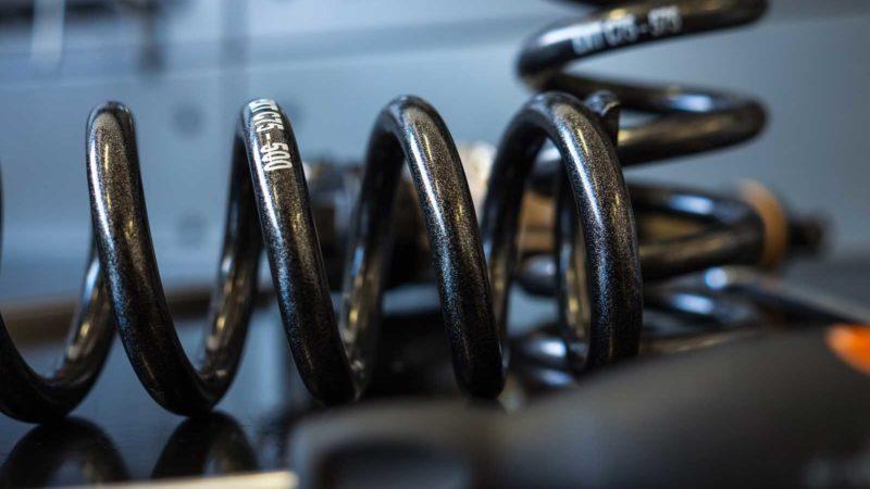 Le molle EXT Superlight V2 riducono il peso del 30% per opzioni di ammortizzatori a bobina più leggere