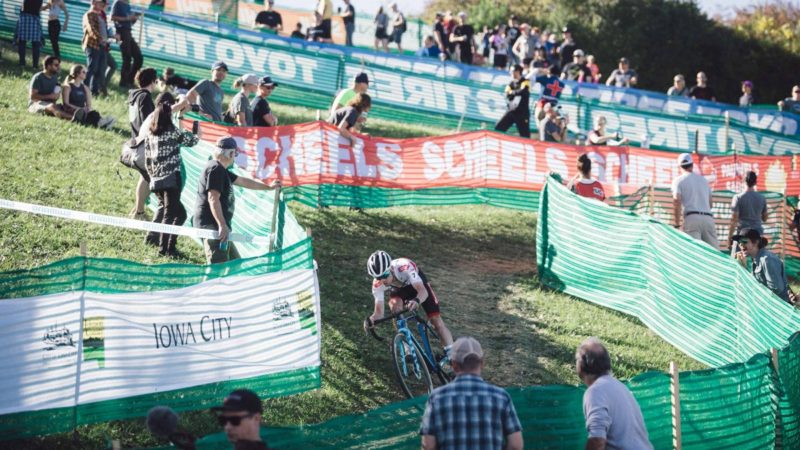 גלריה: ווס ואיסרביט זורחים מתחת לשמש באליפות העולם בסייקלוקרוס של איווה סיטי
