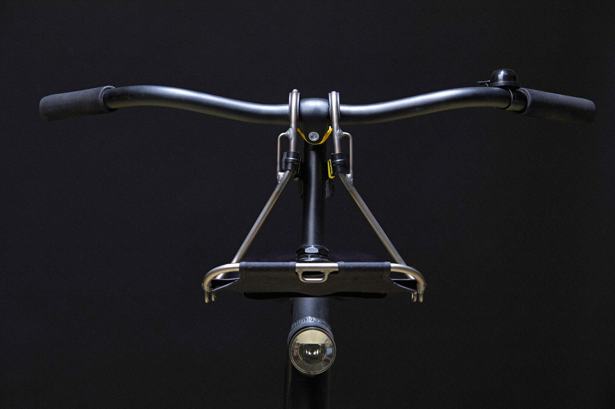 Jack The Bike Rack si aggancia al manubrio di qualsiasi bici senza attrezzi!
