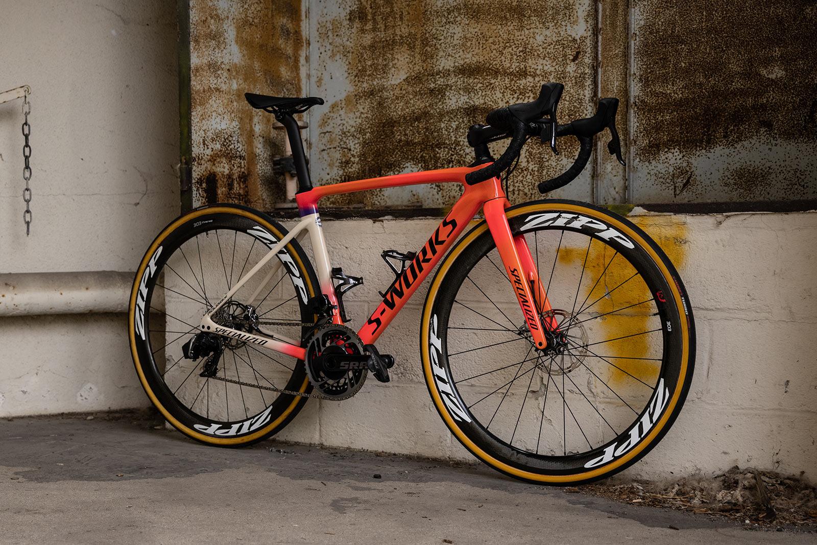 """Specialiserede """"Grit & Grace"""" designer skræddersyede racercykler til kvinder til Paris-Roubaix Femme"""