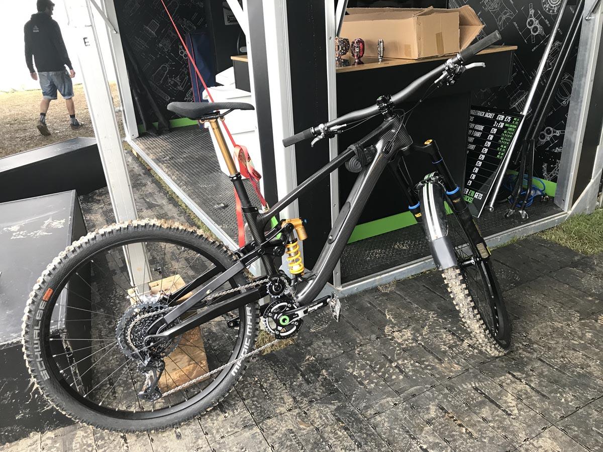 Repéré : vélo d'enduro prototype à pivot élevé Hope Bikes + nouveaux leviers Hope Tech 4?