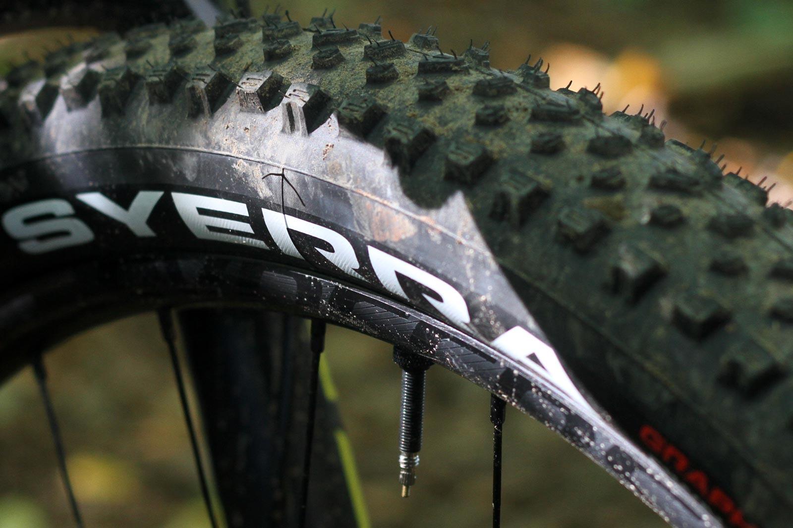 Examen du premier tour: le pneu Vittoria Syerra Downcountry est une bonne mise à niveau pour le XC agressif