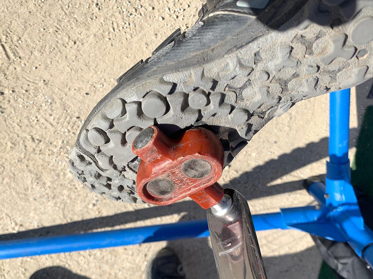 """דוושות J-Pedals מגנטיות """"ללא קליפ"""" פועלות לכביש או להר עם שחרור קל"""