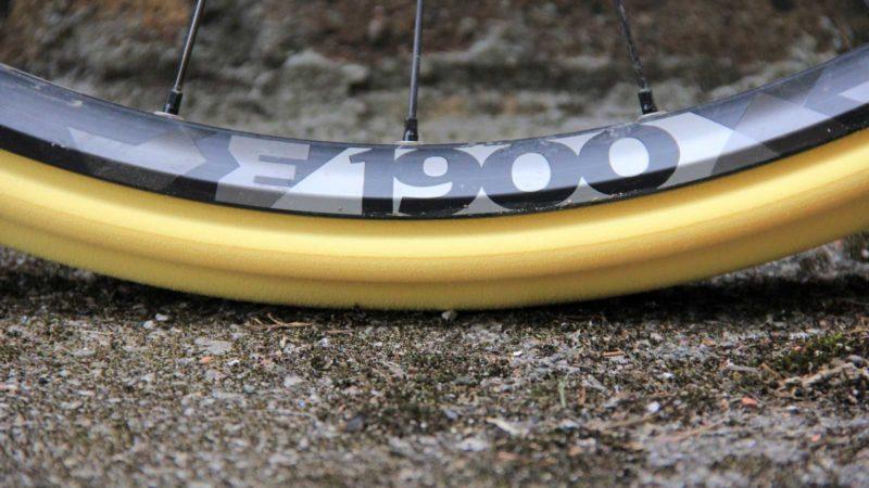समीक्षा करें: Nukeproof ARD टायर इंसर्ट्स रिम्स की रक्षा करते हैं और पिंच फ्लैट्स को रोकने में मदद करते हैं