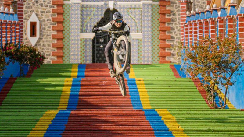 Must Watch: Kilian Bron's Colors of Mexico s odvážným sestupem aktivní sopky