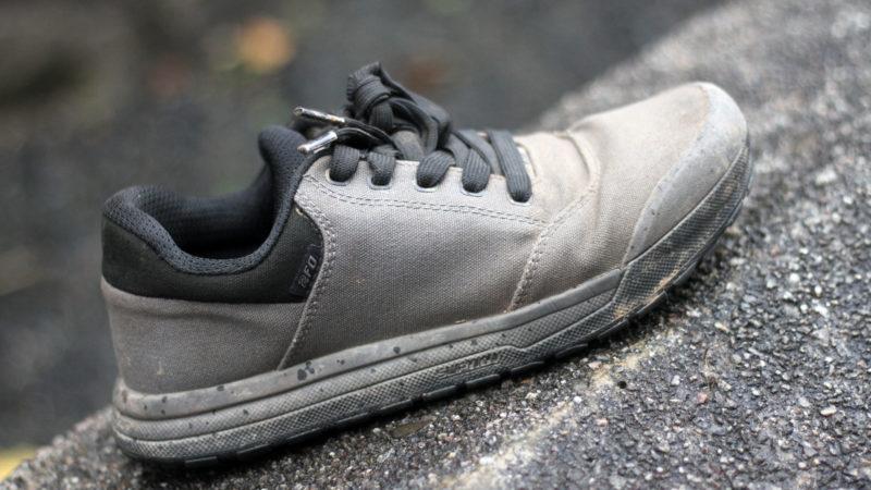 Arvostelu: Specialized 2FO Roost Canvas Flat Pedal Shoe lisää erittäin rento vaihtoehdon SlipNot-faneille