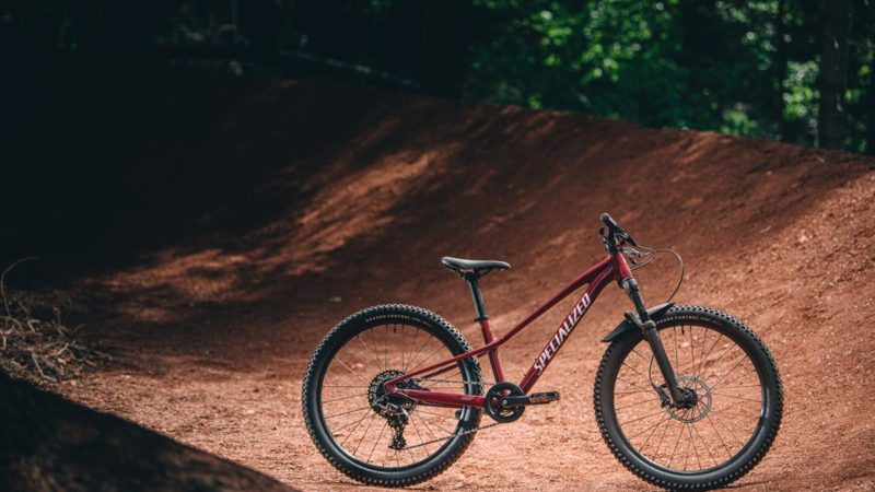 Specialiserede Riprock Kids' mountainbikes tilbyder proportional størrelse, affjedring til dem, der har brug for det