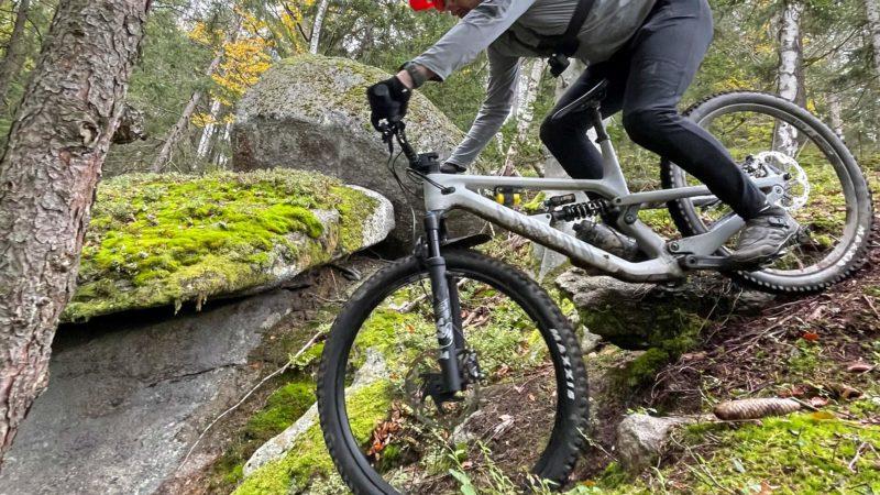 Recenze: Canyon Spectral Mullet CF CLLCTV posouvá schopné trailové kolo na enduro