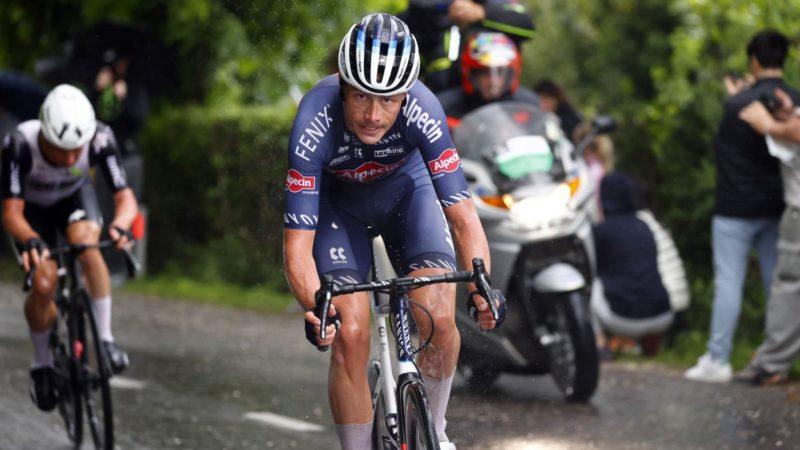 Riesebeek cambia la silla de ruedas por un giro fácil sobre los rodillos en el regreso de la pelvis fracturada