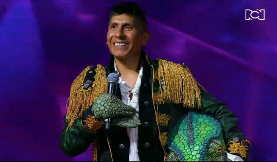 Nairo Quintana aparece en concurso de canto de televisión disfrazado de camaleón después de Il Lombardia